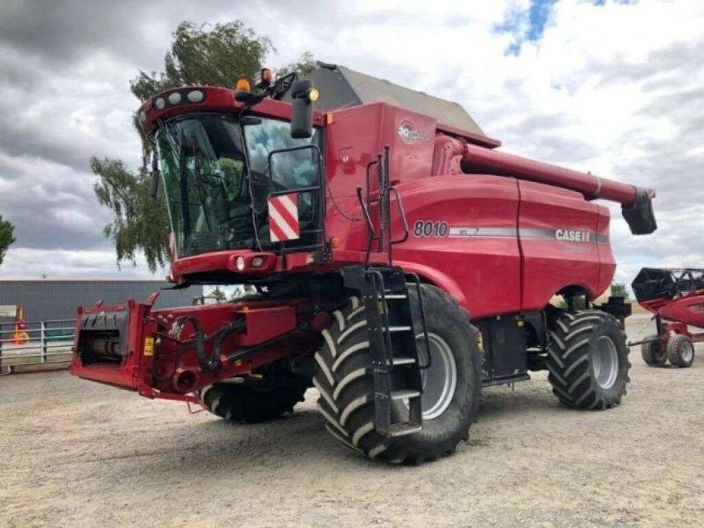 Moissonneuse-batteuse CASE AXIAL-FLOW 8010