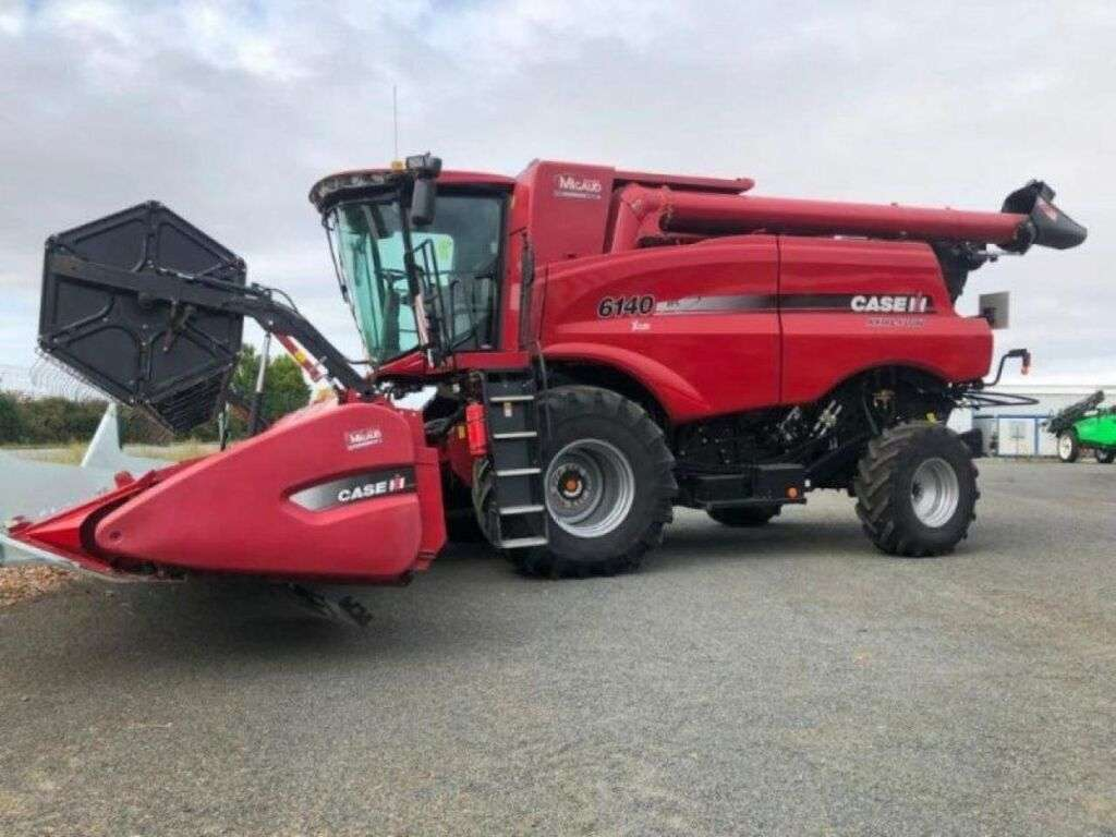 Moissonneuse-batteuse CASE AXIAL-FLOW 6140