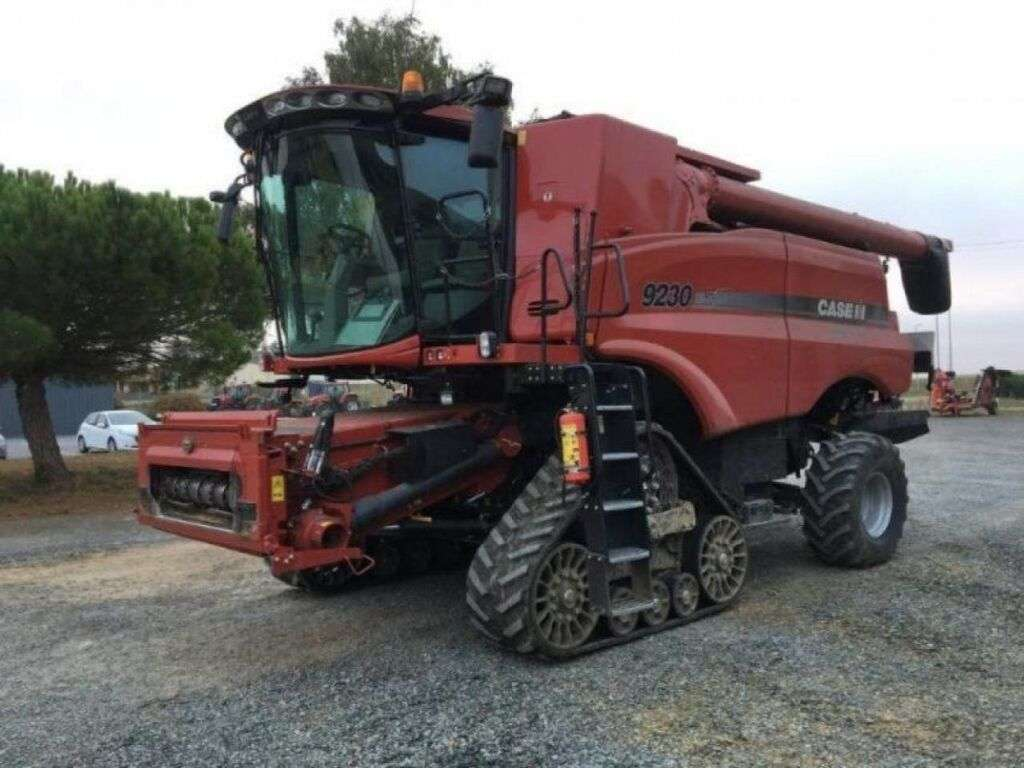 Moissonneuse-batteuse CASE AXIAL-FLOW 9230
