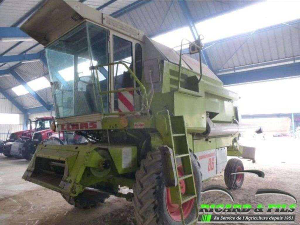 Moissonneuse-batteuse CLAAS Dominator 86